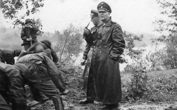Theodor Eicke: Školu nezvládal, dal se do nacistických služeb a likvidoval polské Židy. Jeho řádění utnula sovětská palba