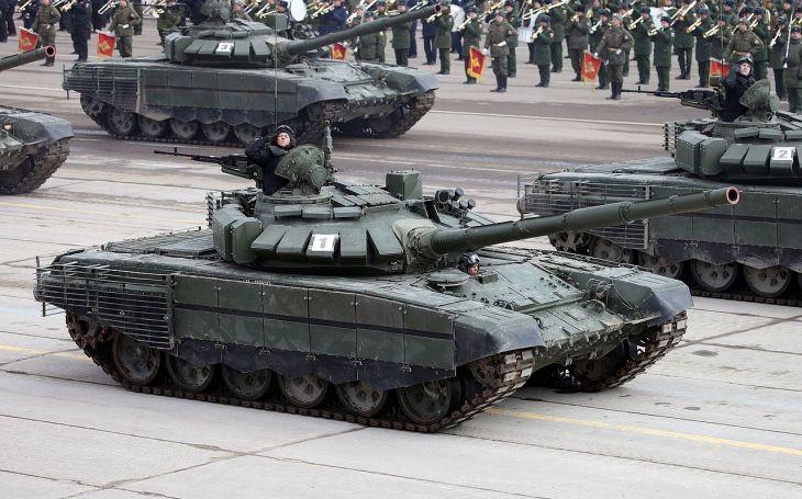 Od Ruska ,,s láskou&quote;: Putin daroval Srbům zásilku tanků T-72M1 a vozidla BRDM-2MS