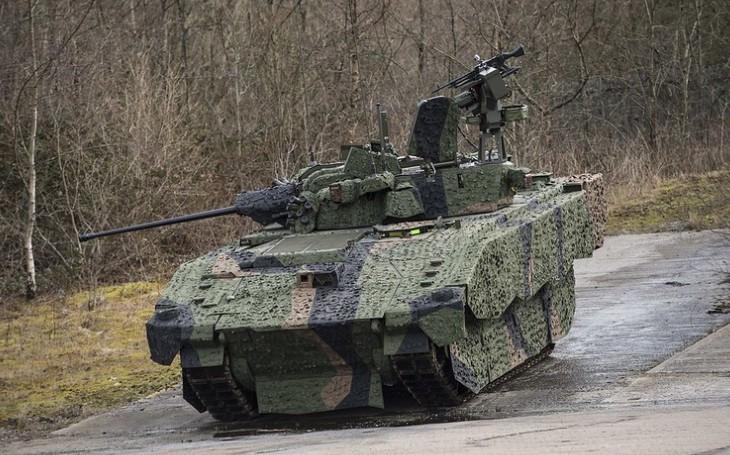 Hořké překvapení pro Brity: Obrněná vozidla Ajax nezdolávají ani jednoduché překážky a jsou příliš hlučná. Armáda chce v programu pokračovat dál
