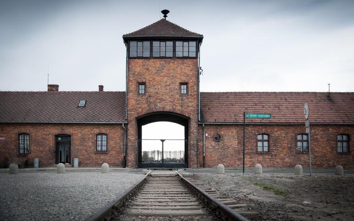 Ve věku 98 let zemřel poslední žijící osvoboditel koncentračního tábora Auschwitz