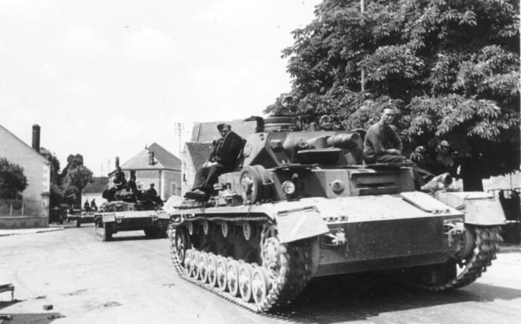 1940: Rommelovi vojáci zavraždili statečného francouzského kapitána - protože byl černý