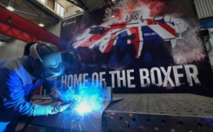 Vozidla Boxer pro Británii. Sériová výroba v závodě Rheinmetall v Kasselu začíná přesně podle plánu