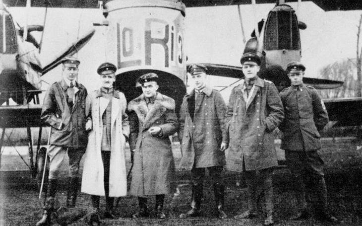 Turecký kříž nad Londýnem – dvouplošné bombardéry rozsévaly zkázu a platily vysokou cenu
