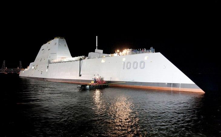 Po zuby ozbrojené Zumwalty: Americké námořnictvo plánuje osadit stealth torpédoborce až 12 hypersonickými střelami