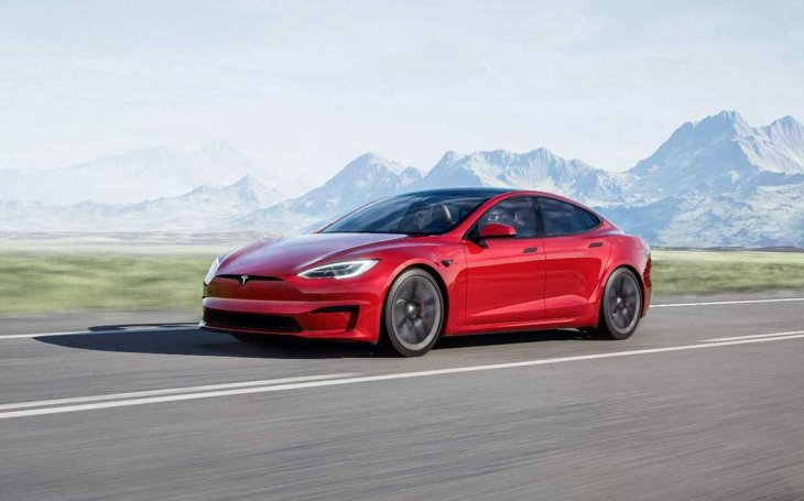 VIDEO: Tesla představila svůj nový hit. Model S Plaid je rychlejší než kterékoliv porsche, prohlásil Elon Musk