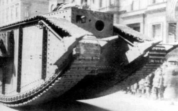 Steam Tank - Měl rozbíjet nepřátelské bunkry a pevnosti na padrť. Posádce však hrozilo smrtelné nebezpečí