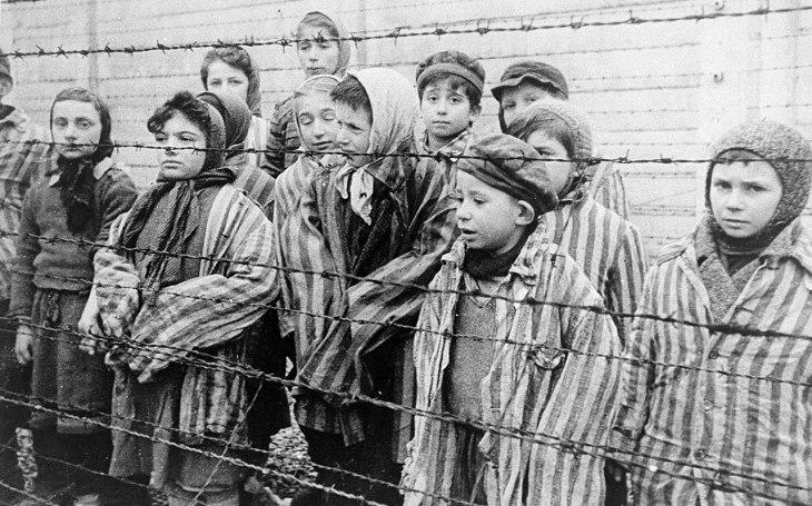 ,,Nebrečeli nahlas, jen kňourali.&quote; Erna Petriová zabila šest židovských dětí, chtěla se vyrovnat SSmanům. Jáma v lese jako děsivá kulisa