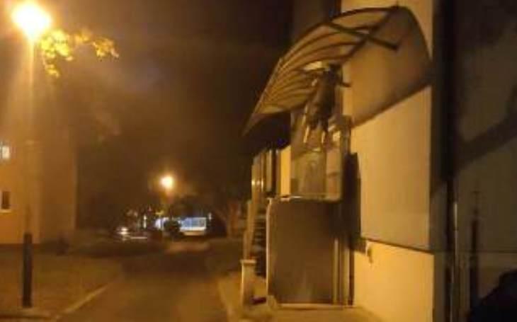 Policejní humoresky - Horký noční vzduch nedokáže zchladit rozpálené ulice, natož hlavy