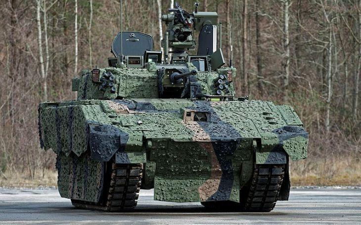 Bojová vozidla Ajax byla opět stažena ze zkoušek. Tajili vysocí armádní činitelé rozsah problému, aby zabránili zrušení programu?