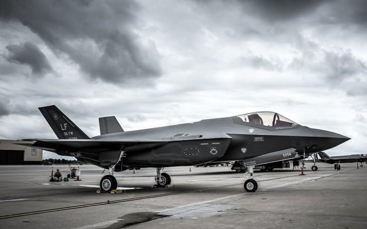 Ani Rafale, ani Eurofighter Typhoon. Švýcarsko si vybralo americký letoun F-35 jako nový stíhač. Odpůrci hodlají vyvolat referendum