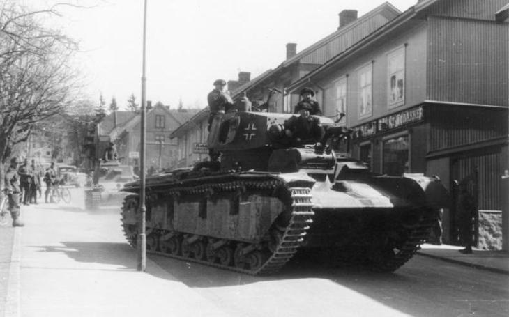 Neubaufahrzeug - Hitlerův těžký a pomalý tank. Po norské kampani čekalo ,,třívěžový mamut&quote; sešrotování