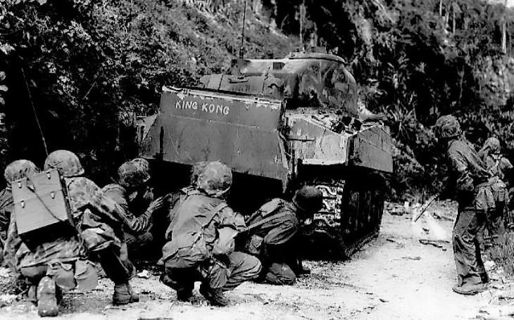 Naštvat armádního zubaře se nevyplatilo. 98 rozstřílených nepřátel kulometem a pak hrdinná smrt