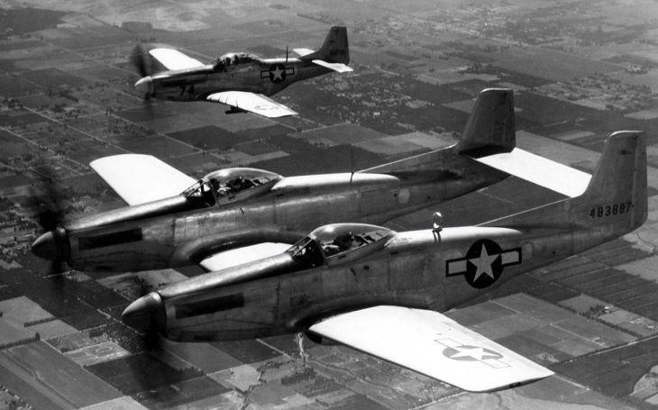 VIDEO: F-82 Twin Mustang - Stylový dvoutrupý stíhač. Poslední pístový stíhací stroj, jehož výrobu si objednalo americké letectvo