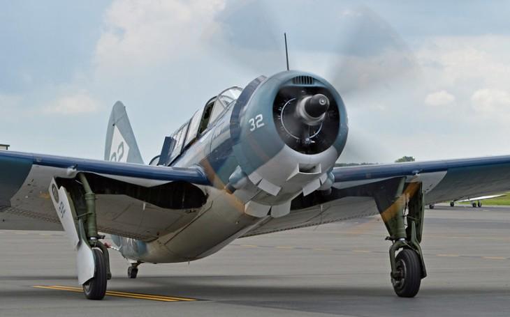 Curtiss SB2C Helldiver - střemhlavý bombardér, který si piloti neoblíbili. Technické neduhy stroj srážely dolů