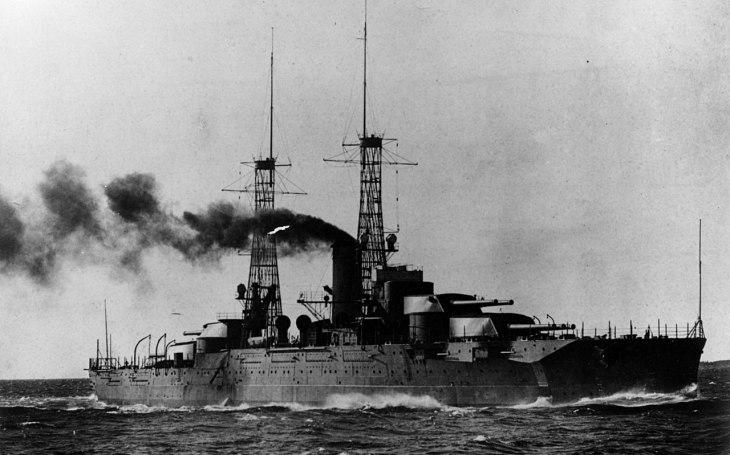 ,,Nepotopitelná&quote; bitevní loď USS Nevada: Odolala japonskému útoku i pilotům kamikaze, přežila jaderné pokusy. Trpký konec přišel stejně