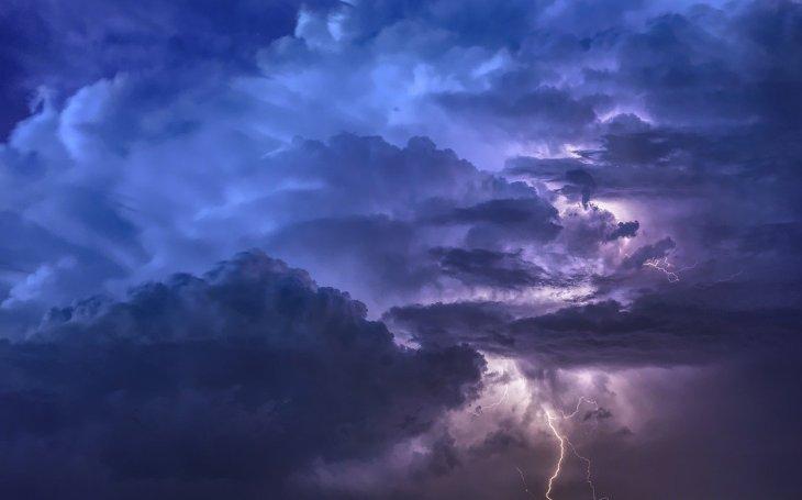 Průzkum: bouřka připraví o proud či zničí přístroje, elektrickou síť ale chrání jen 40 procent Čechů