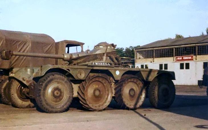 Francouzské osmikolové obrněné vozidlo Panhard EBR dobře odolávalo minám již v 50. letech