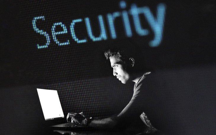 Průzkum: V ČR chybí zhruba 14 tisíc IT specialistů. Nalákat je může měsíční plat až 200 tisíc korun