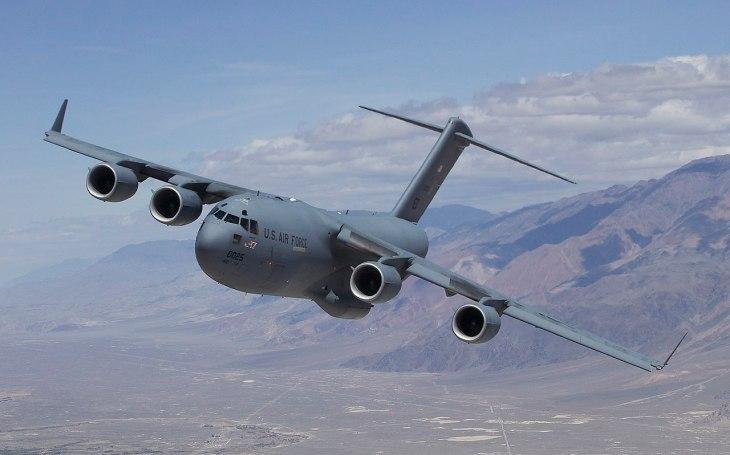 Kapacita překročena o 700%: Americký letoun vyprostil z Kábulu místo 100 lidí rovnou 800