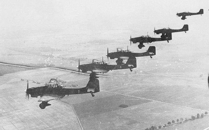 S jekotem svých děsivých sirén narážely Stuky do země jedna za druhou - neuhammerská katastrofa stála Luftwaffe 26 letců