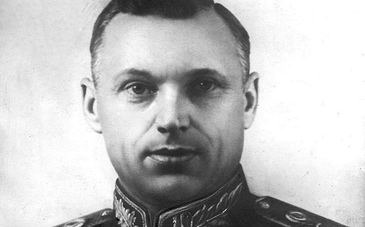 Konstantin Rokossovskij: Ten, který se postavil Stalinovi. ,,Mistr protiofenzivy&quote;, který přežil diktátorovy čistky