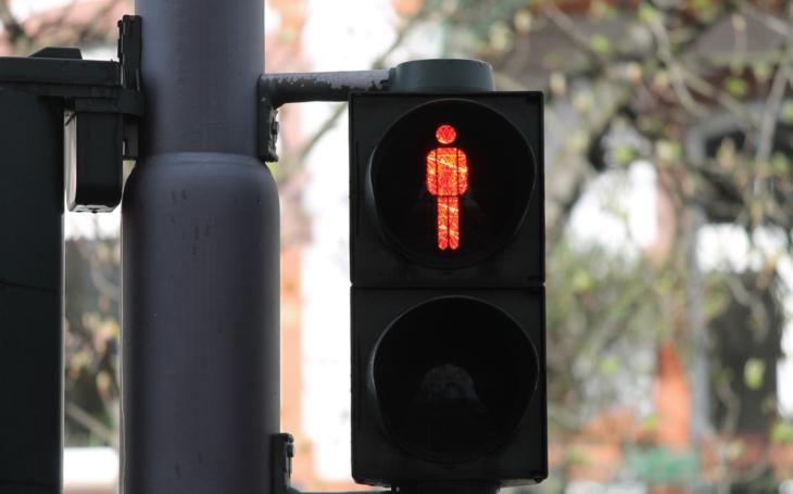 MP Přerov: Červená bezpohlavní postavička na semaforu u přechodu pro chodce znamená Stůj!