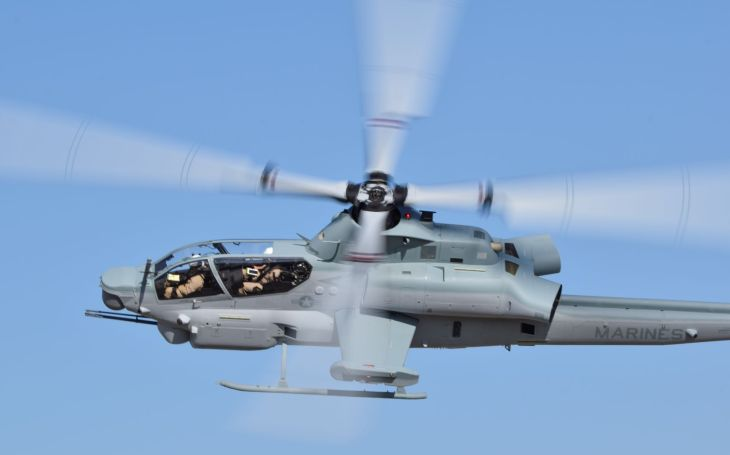 Společnost Bell dokončila 100. včasnou dodávku vrtulníku AH-1Z pro Námořní pěchotu Spojených států