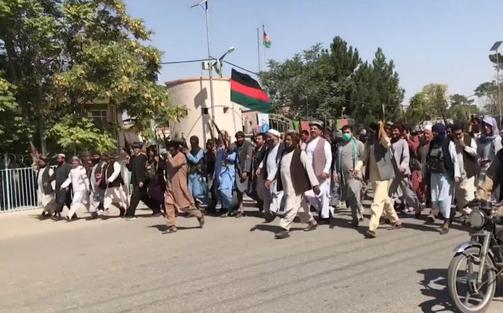 KOMENTÁŘ: Za krach afghánské armády může hlavně demotivace vojáků