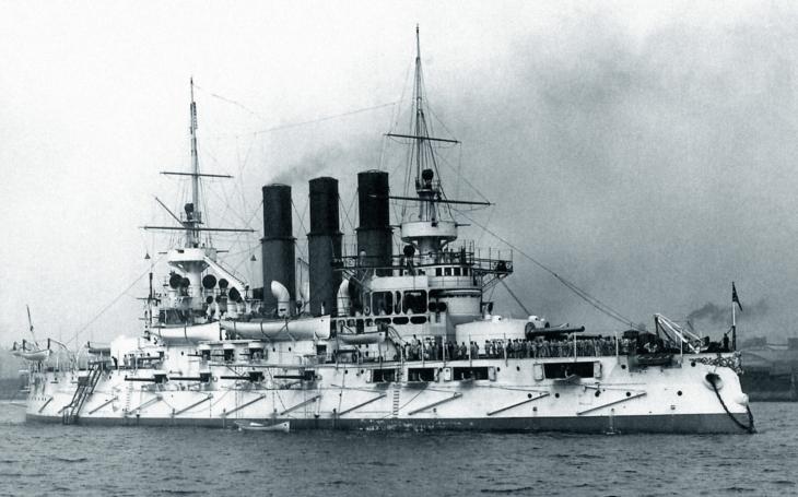 Váhavý ruský admirál na příkaz cara zaútočil na japonskou flotilu a zahynul na palubě své bitevní lodi