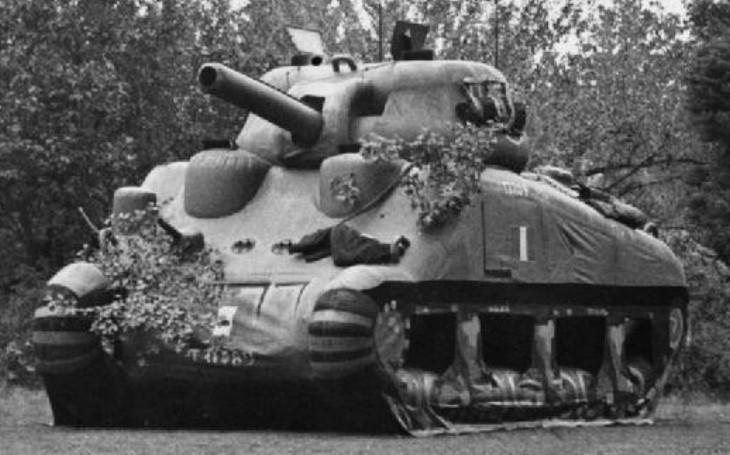 Nafukovací tanky proti Hitlerovi. Jak si americká Armáda duchů ,,vodila&quote; ve válce Wehrmacht