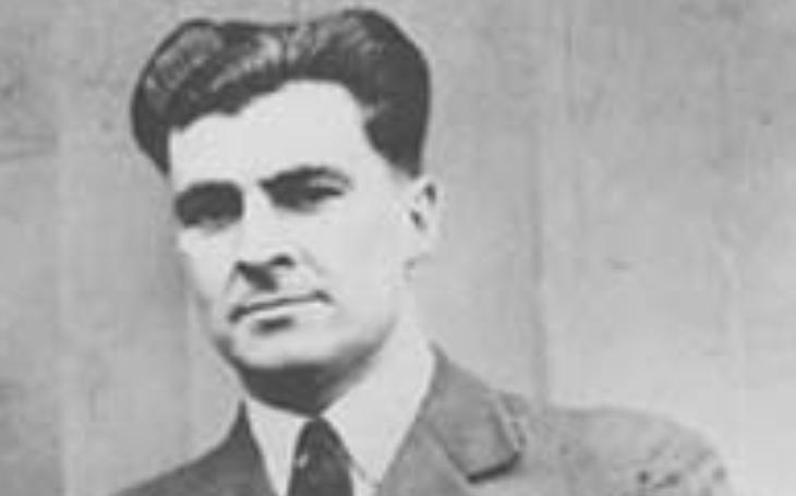 Seržant RAF hasil požár na bombardéru v rychlosti 230 km/h, pak spadl dolů. Jeho příběh tím neskončil