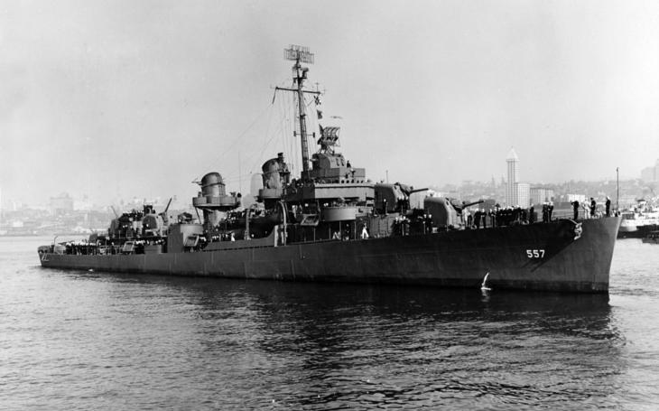 Velitel japonské lodi salutoval potápějícímu se americkému torpédoborci