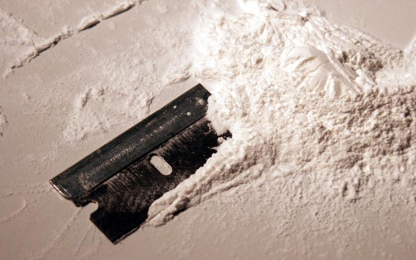Detektivové z protidrogové centrály odhalili největší obchod s látkami pro výrobu  metamfetaminu 1bb06ec3a81
